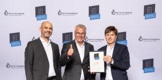 Die Gewinner des Iconic Awards 2018: Antonino Vultaggio (HPP Architekten), Vanja Schneider (Interboden Innovative Gewerbewelten), Gerhard G. Feldmeyer (HPP Architekten) (v.l.).