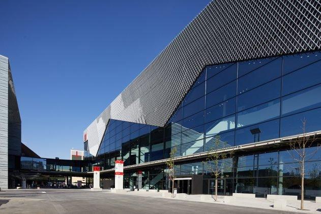 Die gläserne Fassade der Messehalle 12 in Frankfurt. Bild: Jean-Luc Valentin/Messe Frankfurt