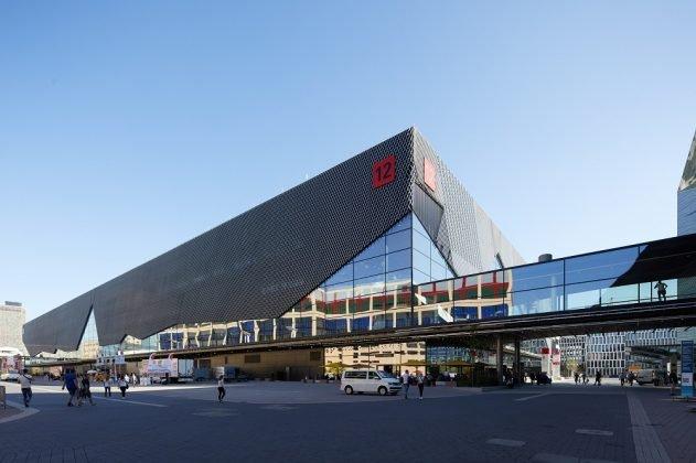 Über-Eck-Ansicht der Messehalle 12 in Frankfurt. Bild: Jean-Luc Valentin/ Messe Frankfurt