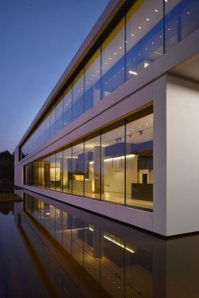Headquarter kreon, Fassade des neuen Stammsitzes mit viel Glas, Stahl und Beton