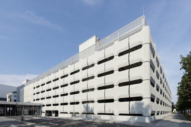 Das sanierte Parkhaus der BMW Group in München. Bild: Peter Langenhahn