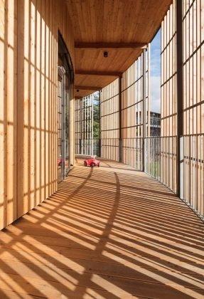 Das verwendete Lärchenholz für die Fassade stammt aus regionaler Forstwirtschaft. Bild: HGEsch.