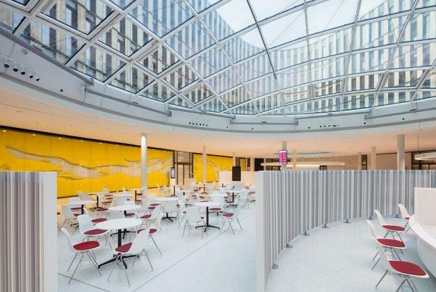 Innenansicht des neuen Rathauses. Bild: HGEsch.