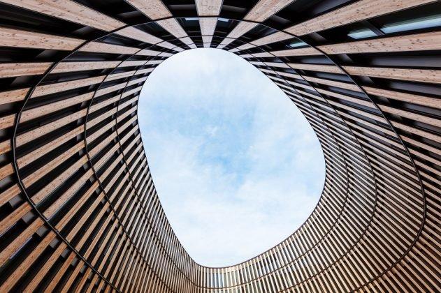Bedingt durch die Bauform, verfügt das Gebäude über einen Innenhof. Bild: HGEsch.