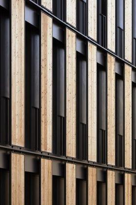 Die nachhaltige Fassade des Freiburger Rathauses. Bild: HGEsch.