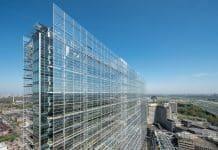 Gläserne fassade, Industriebau. Bild: Saint Gobain Glass