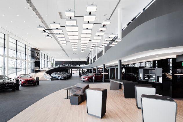 Kantig und gleichzeitig abgerundet präsentiert sich das Interior Design bei Mercedes-Benz. Bild: Hiepler Brunier