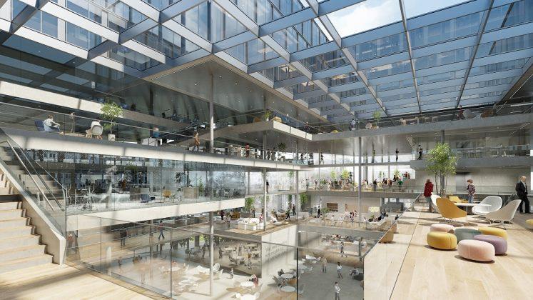 Tageslicht, was durch die Decke fällt, Glas, Holz und Grünpflanzen sollen für eine kommunikative Arbeitsatmosphäre sorgen. Bild: HENN