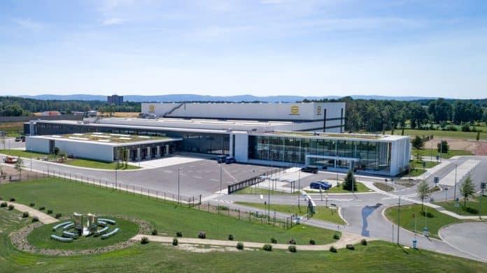 Außenansicht Logistikzentrum Harting. Bild: 3deluxe