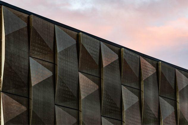 Die Fassadenelemente sind dreidimensional geformt und lichtdurchlässig. Bild: Silvia Giardino Photography