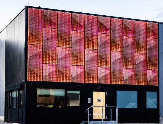 Der Prototyp leuchtet dank Software-Steuerung in verschiedenen Farben. Bild: Silvia Giardino Photography