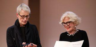 Staatssekretärin Anne Katrin Bohle und Barbara Ettinger-Brinckmann, Präsidentin der Bundesarchitektenkammer, beim Deutschen Architektentag 2019 (v.l.). Bild: K. Gastmann