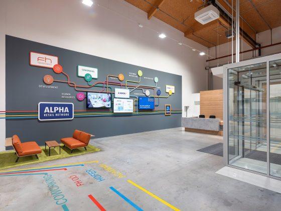 Der Lageplan mit wegweisenden Bodenmarkierungen im Hofer Alpha Retail Network. Bild: ATP/C. Pierer