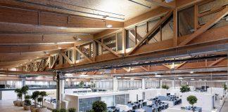 Pflanzen und hölzerne Flächen kontrastieren die Arbeitsflächen. Bild: ATP/C. Pierer